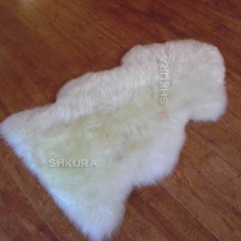 Шкура овечья с шерстью средней длины