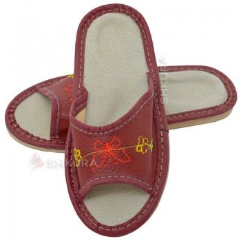 Кожаные тапочки для детей 05. Красные